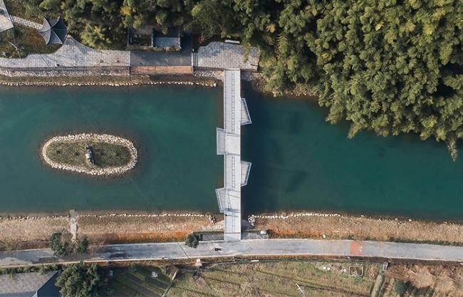 Yuhua Village Pedestrian Bridge, China by 12f studio