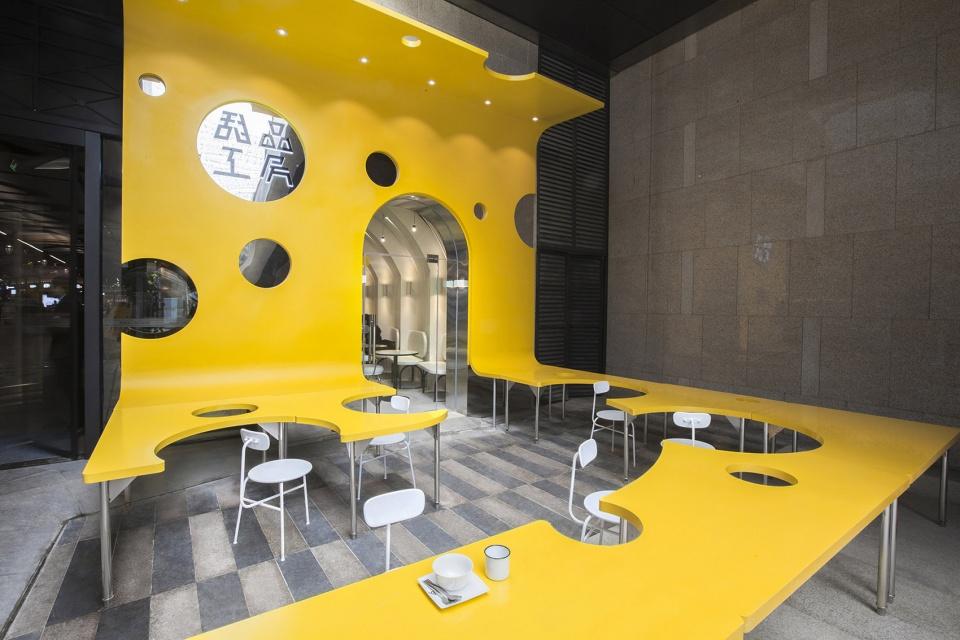 """仁和新城甜品工房,成都 / 堂晤设计 一个关于奶酪的食色""""教堂""""空间"""