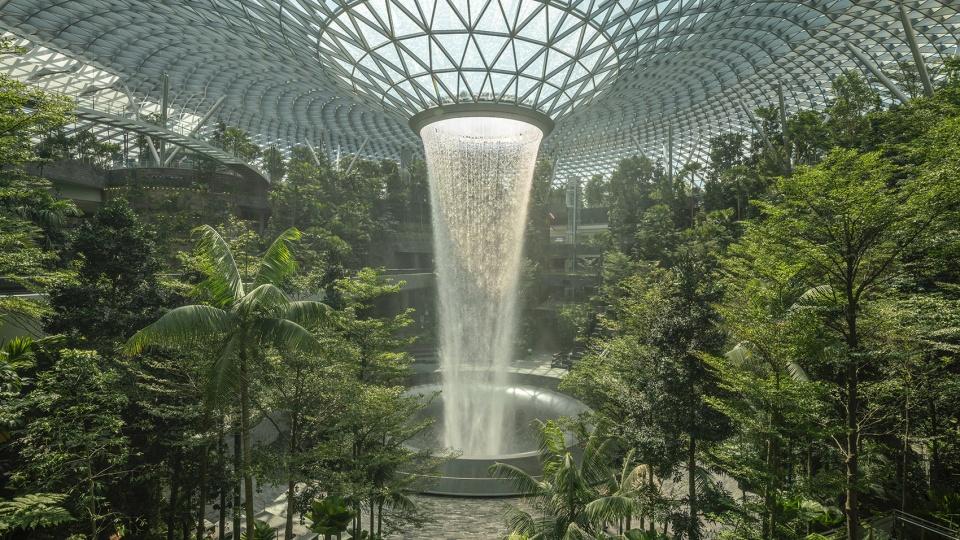 """星耀樟宜,新加坡 / Safdie Architects 樟宜机场的""""心与魂"""": 以社区为导向的全新建筑类型"""