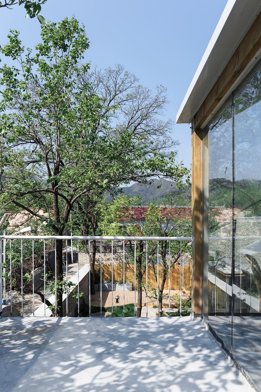 花舍山间,北京  原榀建筑事务所 绵延山脉中漂浮着的玻璃盒子与趣意盎然的院落