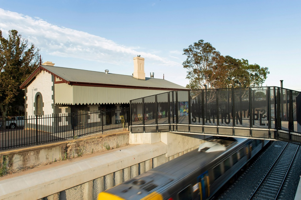 托伦斯枢纽铁路分离项目:考克斯建筑公司的波顿站