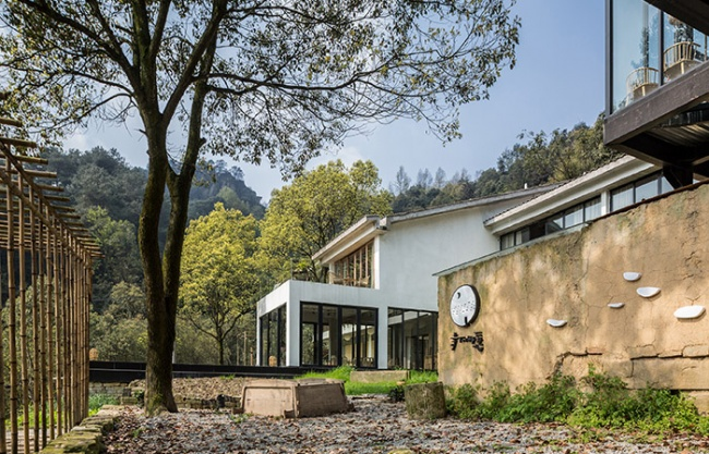 Hufeng Mountain Guest House, China by Yueji Design