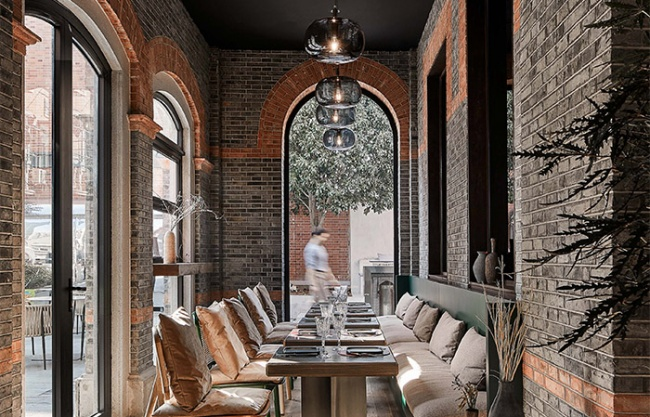 CHARCOHOL巧客餐厅与鸡尾酒吧,上海 / 八荒设计