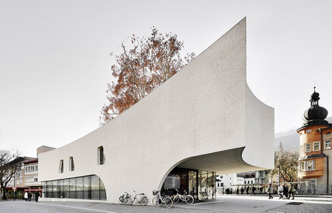 """""""TreeHugger"""" Tourist Information Office by MoDusArchitects"""