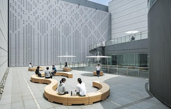 东京当代艺术馆家具及标识设计 / Schemata Architects