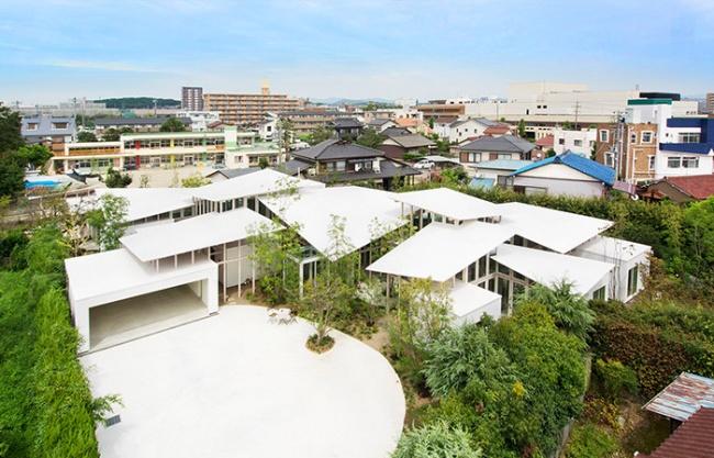 树篱围绕的房子,日本 / Studio Velocity