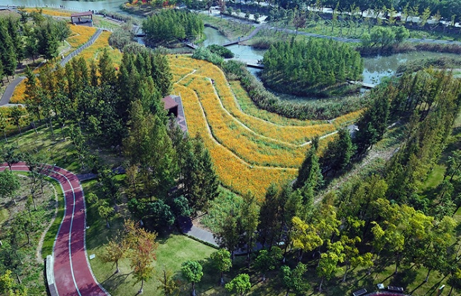 Ningbo Eastern New Town Ecological Corridor (Phase III) by Turenscape