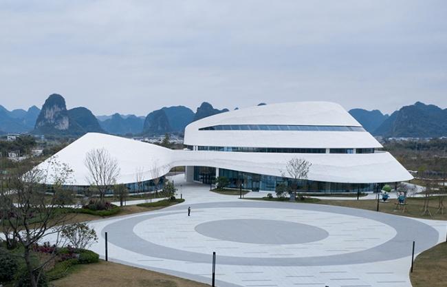 广西柳州螺蛳粉小镇会客厅 / UNO Architects